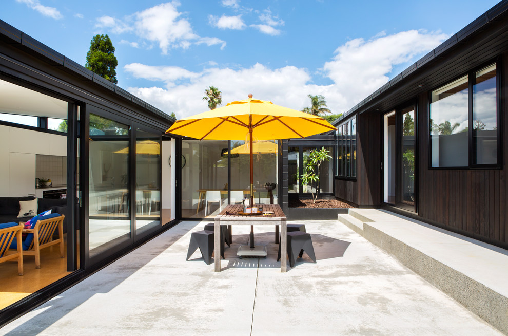 15 Stunning Mid-Century Modern Patio Designs You'll Adore