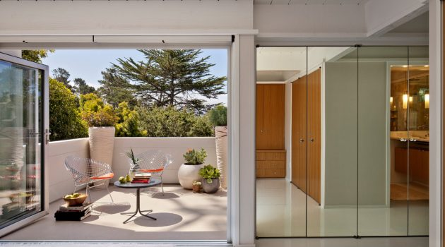 16 Stunning Mid-Century Modern Balcony Designs You Will Adore