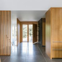 17 Stunning Mid-Century Modern Foyer Interiors You Deserve To Walk Through