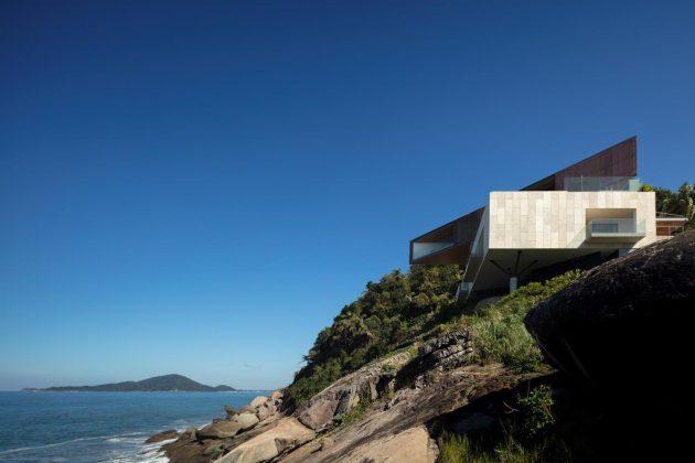 Peninsula House by Bernardes Arquitetura in Sao Paulo, Brazil