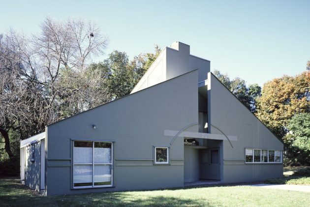 """Less is a Bore""; In Memory of Robert Venturi Who changed the Notion of Modern Architecture"