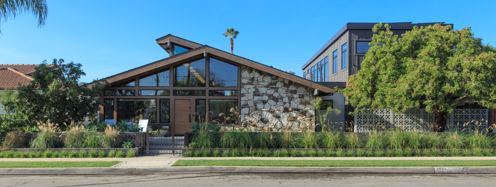 18 Spectacular Mid-Century Modern Exterior Designs Of Awesome Homes