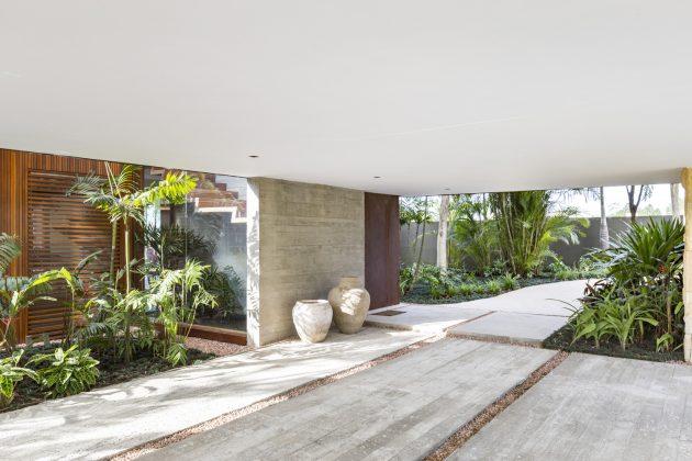 Angular House by Stemmer Rodrigues Arquitetura in Porto Alegre, Brazil