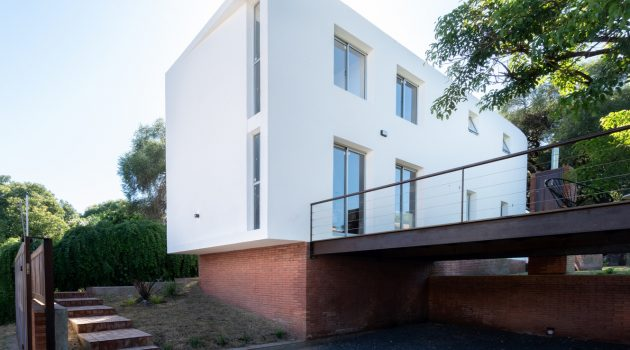 Las Delfinas House by Andres Alonso in Argentina