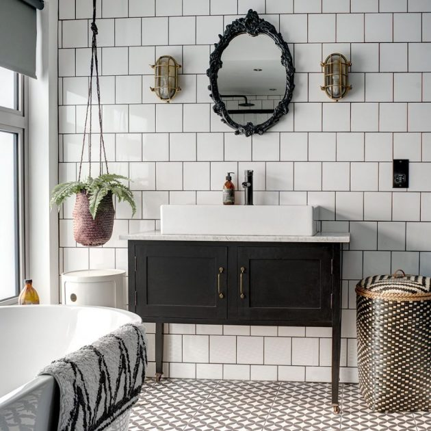 Before and After - Monochrome Bathroom en Suite Makeover