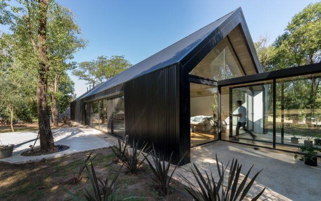 La Negrita by Morini Arquitectos in Mendiolaza, Argentina