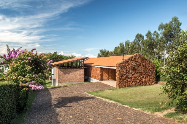 Lake House by Solo Arquitetos in Southern Brazil