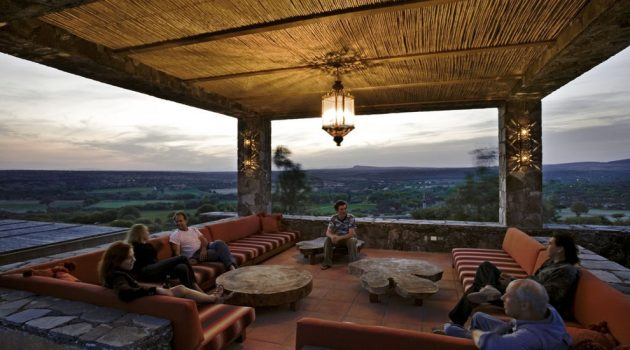 15 Awesome Southwestern Deck Designs You're Going To Adore