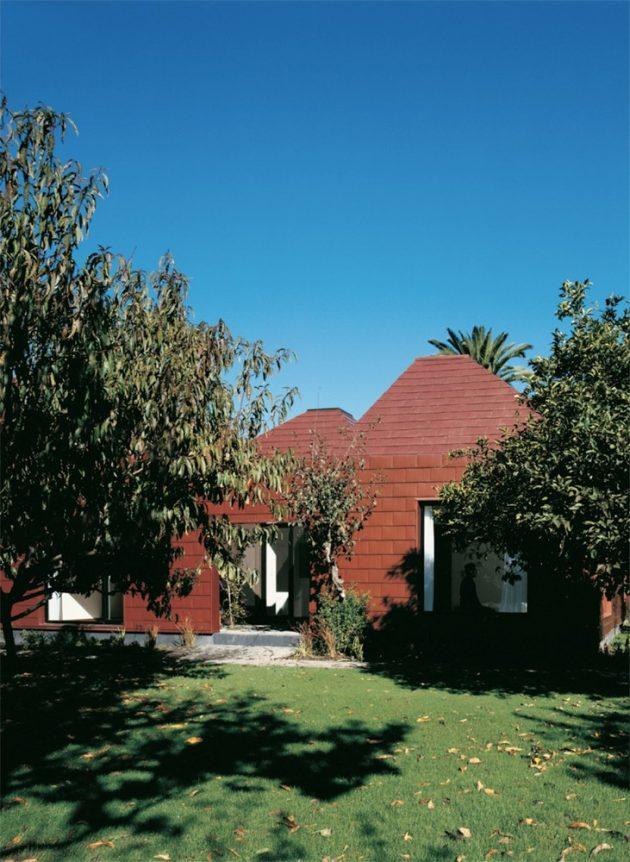 Parr House by Pezo von Ellrichshausen Architects in Chile