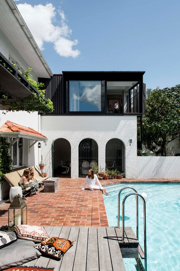 Holiday Vibe: Modern Mediterranean Style Houses For The