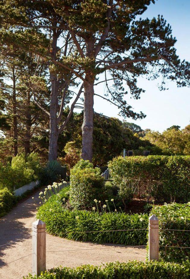 Mornington Peninsula Property with a Mediterranean-Style Garden