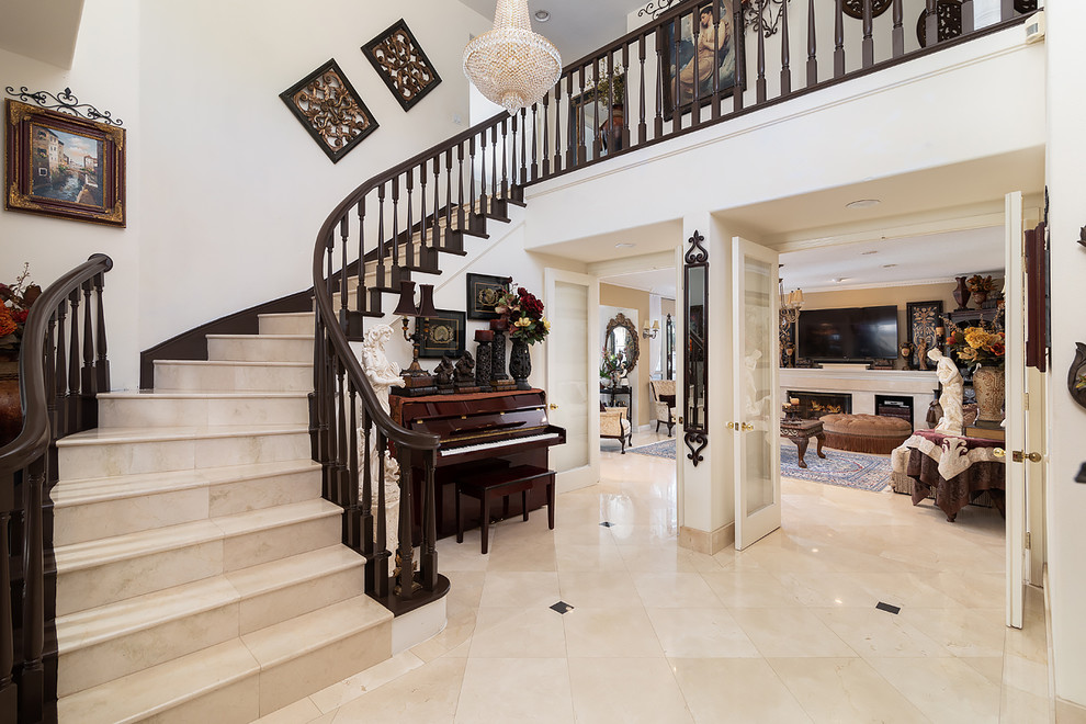 17 Breathtaking Mediterranean Entry Hall Designs That Will Fascinate You