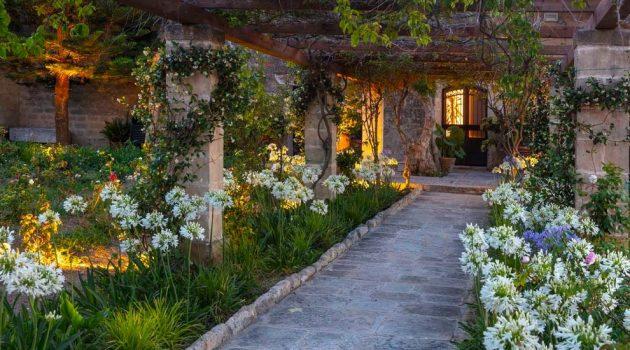 17 Spectacular Mediterranean Entrance Designs That Do Appeal
