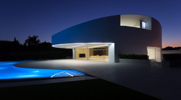 Balint House by Fran Silvestre Arquitectos in Betera, Spain