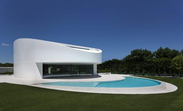 Balint House by Fran Silvestre Arquitectos in Betera, Spain
