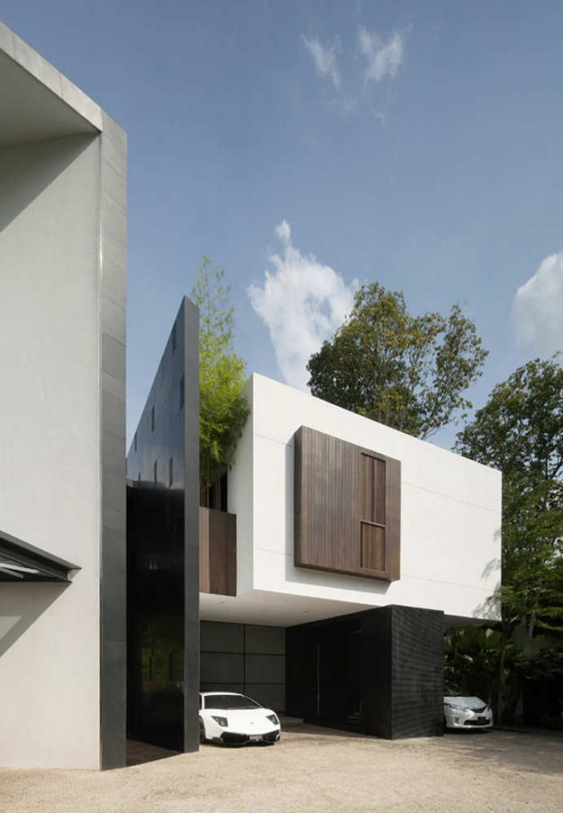 Black & White House by Formwerkz Architects in Singapore