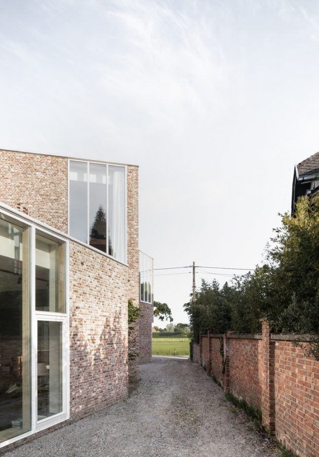 House L-C by Graux & Baeyens Architects in Anzegem, Belgium
