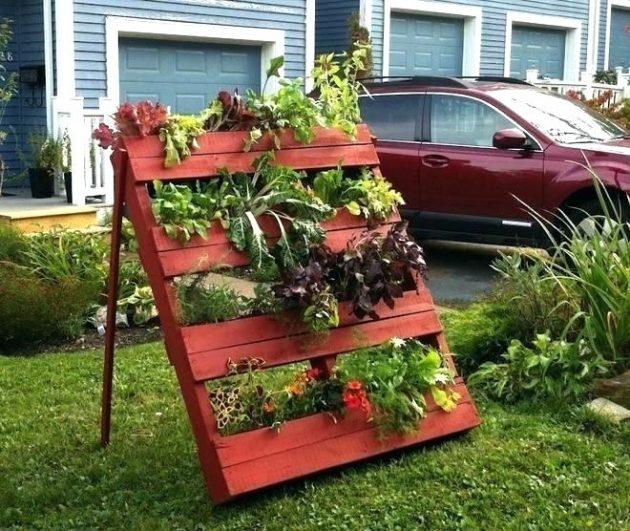 16 Tremendous DIY Garden Decorations That You Haven't Seen Before