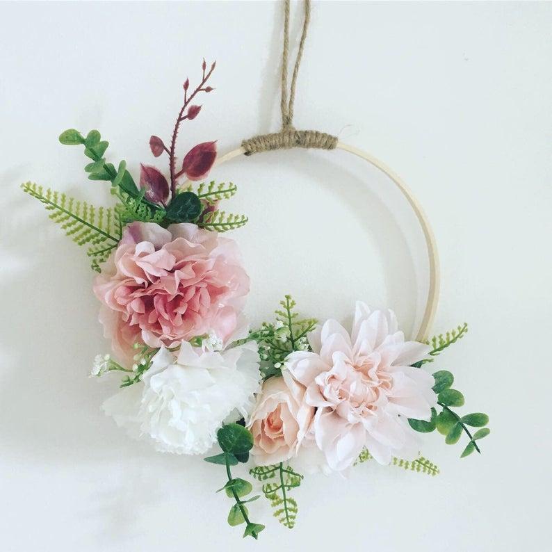 15 Cute Wedding Wreath Designs Every Summer Wedding Needs
