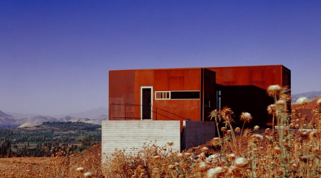 La Reserva House by Sebastian Irarrazaval in Colina, Chile