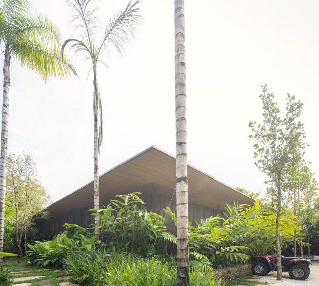 PS House by Jacobsen Arquitetura in Jardim Nancy, Brazil