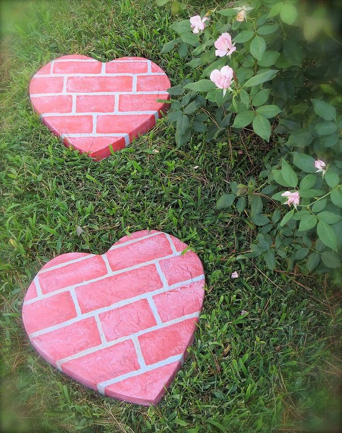 15 Crafty And Fun DIY Stepping Stones For Your Garden