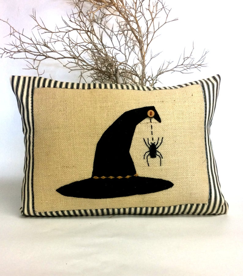 15 Spooky Handmade Halloween Pillow Designs To Add To Your Decor