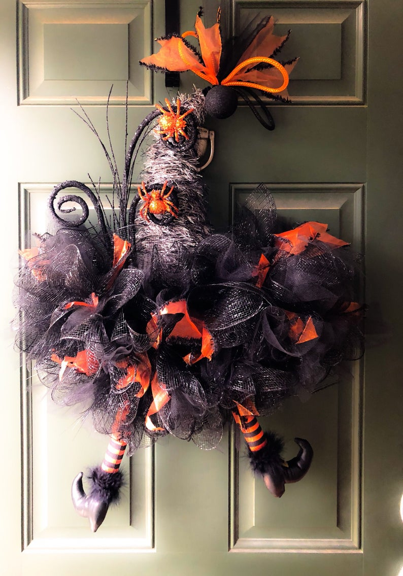16 Super Fun and Scary Handmade Halloween Wreath Designs To Consider