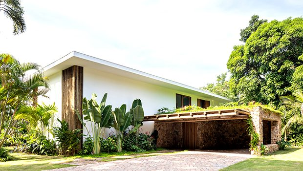 IP 01 House by Studio Gabriel Garbin Arquitetura in Guaruja, Brazil
