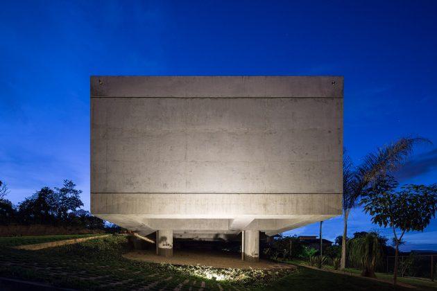 Solar da Serra House by 3.4 Arquitetura in Brasilia, Brazil