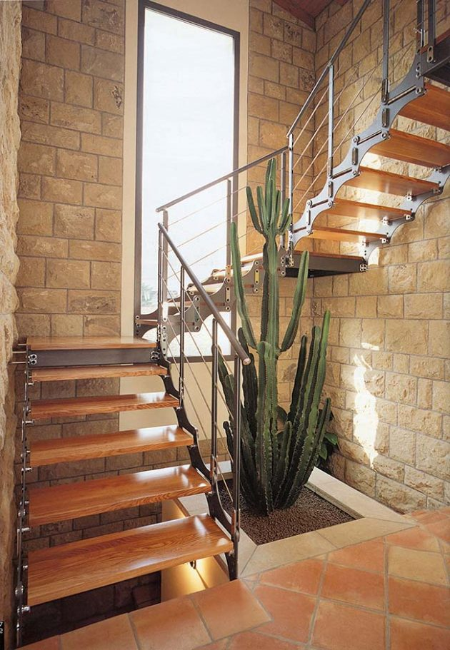 10 Gardens Under the Stairs And How to Set Them Up