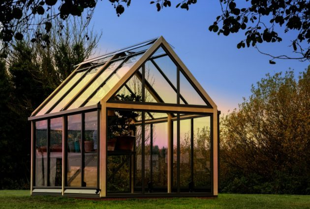 How to Keep Gardening Year Round With a Greenhouse