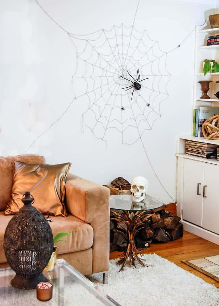 15 Spooky Last Minute DIY Halloween Decorations