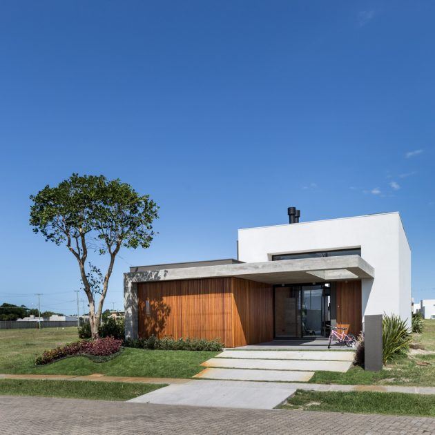 C5 House by Martin Arquitetura + Engenharia in Capao da Canoa, Brazil
