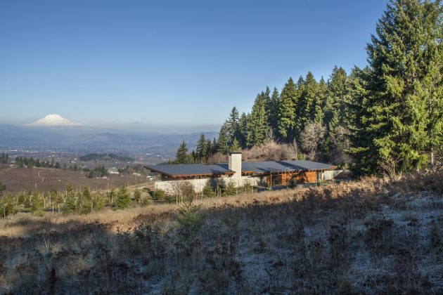 Hood River Residence by Scott | Edwards Architecture in Oregon, USA