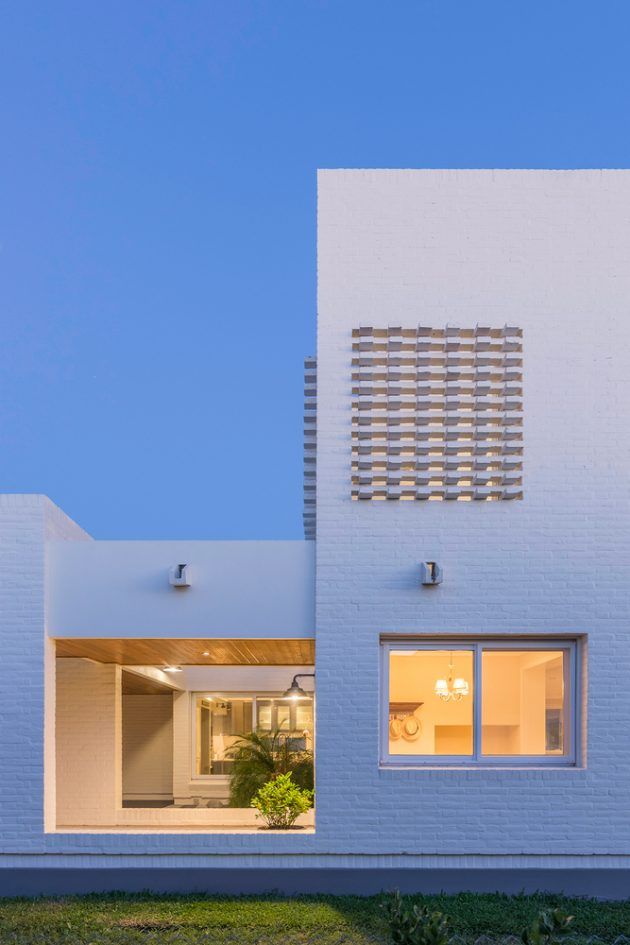 House Patio by ARRILLAGA PAROLA Arquitectos in Santa Fe, Argentina