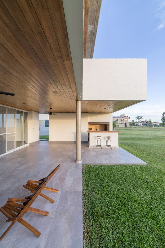 House Patio by ARRILLAGA PAROLA Arquitectos in Santa Fe, Argentina