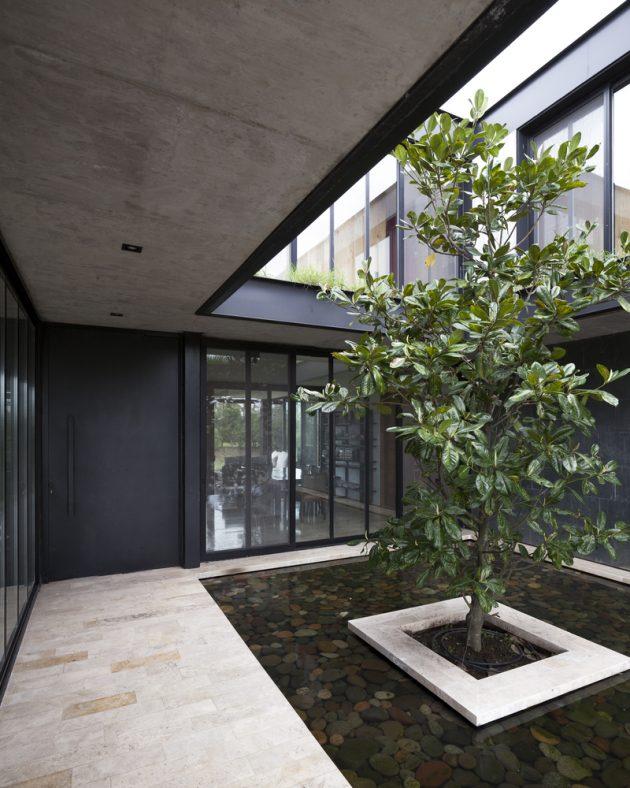 La Magnolia House by Martin Gomez Arquitectos in Benavidez, Argentina