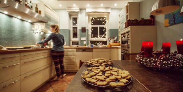 Easy Ways of Sprucing Up Your Kitchen for Christmas!
