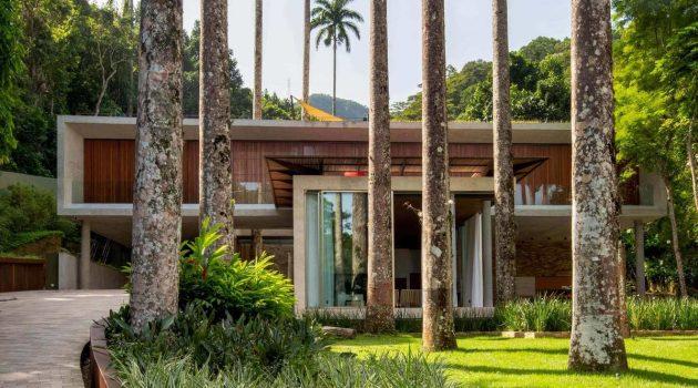 Capuri House by Sergio Conde Caldas Arquitetura in Sao Conrado, Brazil