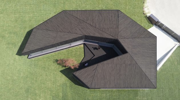 Claw House by Botticini + Facchinelli ARW in Cremignane, Italy