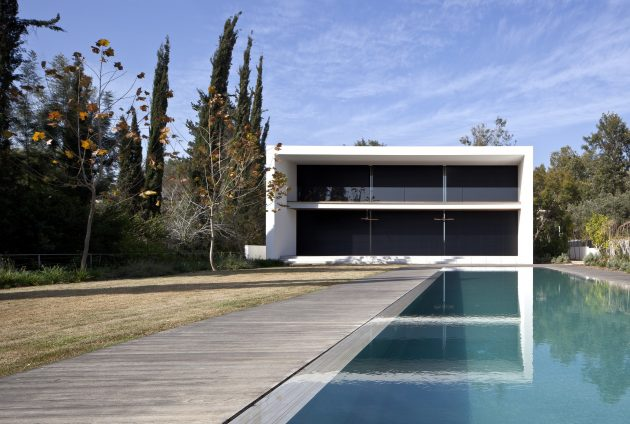 Kfar Shmaryahu House by Pitsou Kedem Architects in Israel