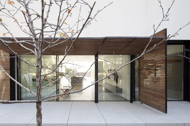 Kfar Shmaryahu House by Pitsou Kedem Architects in Israel