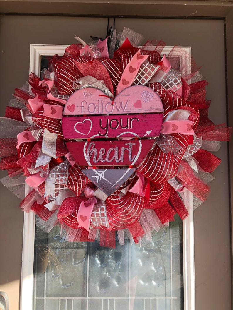 15 Lovely Valentines Day Wreath Designs For February