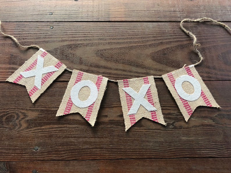 15 Sweet Valentines Day Banner & Garland Ideas To Surprise Your Sweetheart