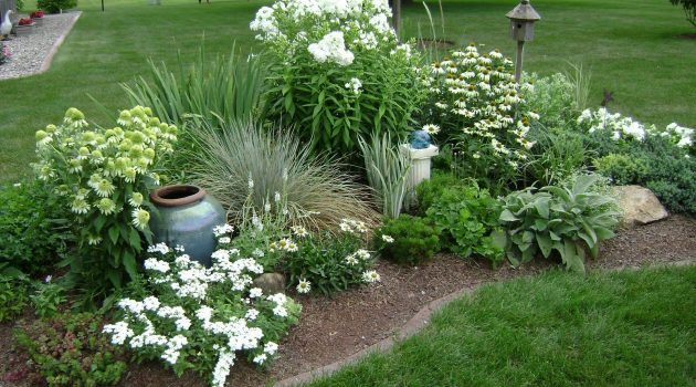 Ideas To Plant A Corner Flower Bed