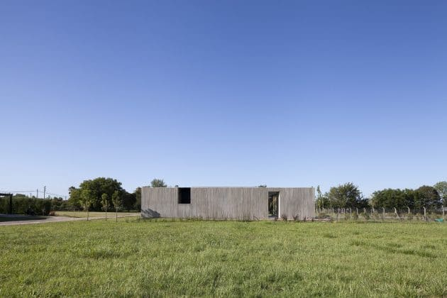 Closed House by Felipe Gonzalez Arzac in Buenos Aires, Argentina
