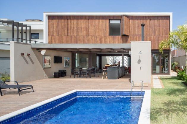 LA House by Esquadra Arquitetos + Yi Arquitetos in Brasilia, Brazil