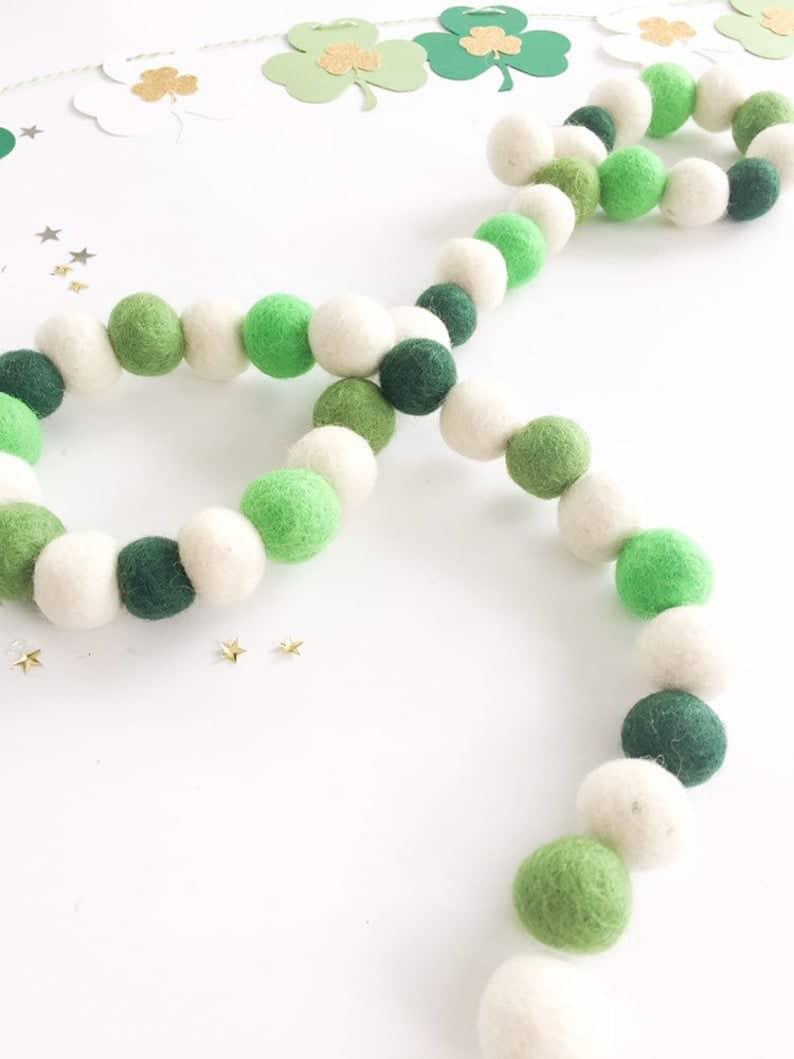 17 Enchanting St. Patricks Day Garland Ideas For Your Irish Corner