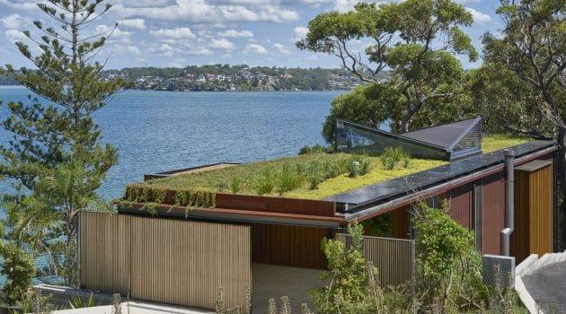 Bundeena Beach House by Grove Architects near Sydney, Australia